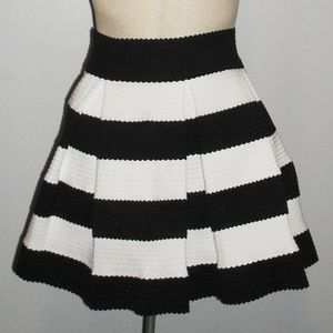 Black and White mini Skirt small